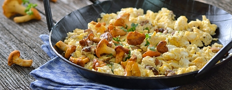 The scrambled eggs with sausage and mushrooms